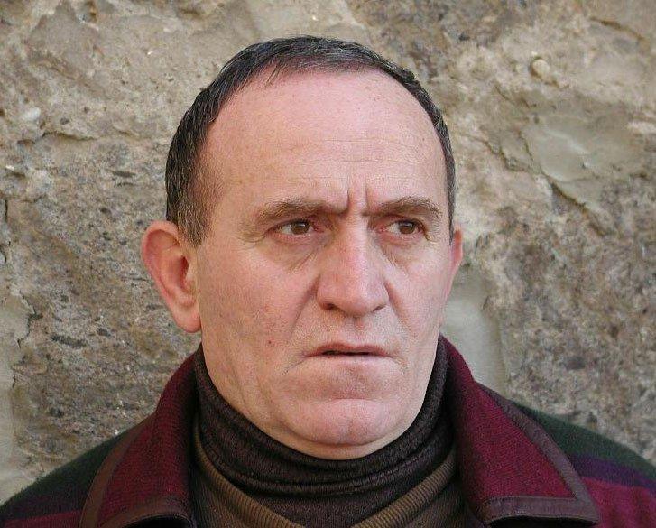 Մահացած է ժամանակակից գրող, հրապարակախօս Արմէն Շեկոյեանը