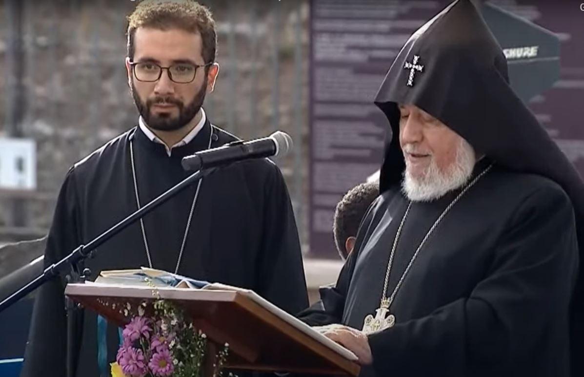 Ամենայն Հայոց Կաթողիկոսը կը պատգամէ Սանթ Էճիտիօ համայնքին կողմէ կազմակերպուած միջեկեղեցական աղօթքին