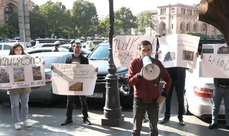 Ոստիկանութիւնը խափանեց ՀՅԴ Երիտասարդներու բողոքի գործողութիւնը