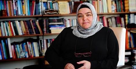 Թուրքիոյ    Պատմութեան Մէջ Առաջին Անգամ Ըլլալով  Լաչակաւոր Կին Նախարար