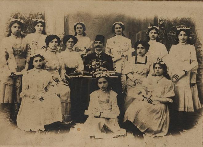 Բուրսայի Ս. Հռիփսիմյանց հայկական օրիորդաց վարժարանի 1912 թվականի շրջանավարտները