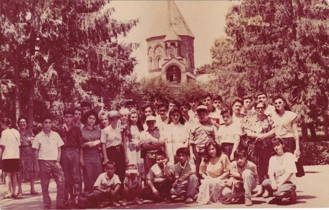 Համազգայինի Նշան Փալանճեան-Արսլանեան ճեմարանի աշակերտները՝ դէպի հայրենիք,  Յուլիս 1992